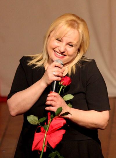 Популярната и обичана певица Тони Димитрова
