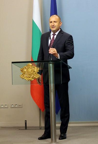 Президентът Румен Радев избра да направи обръщение към народа, в което да обяви избраната от него дата за парламентарния вот - 4 април.