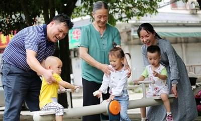 Китай ще преразгледа закона за семейното планиране, за да увеличи раждаемостта