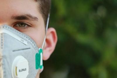 Маските с клапа изпускали вирусите в околната среда