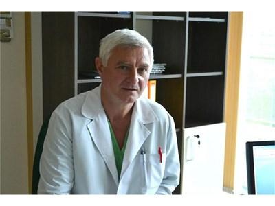 Д-р Близнашки има дългогодишен опит като хирург.