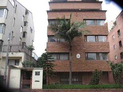 Сградата, където бе посолството ни в Богота, се намира в един от най-хубавите райони на колумбийската столица.  СНИМКИ: ЛИЧЕН АРХИВ НА ДОРИС ДУКОВА