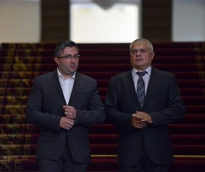 """Министрите в оставка Николай Нанков и Валентин Радев СНИМКА: """"24 ЧАСА"""""""