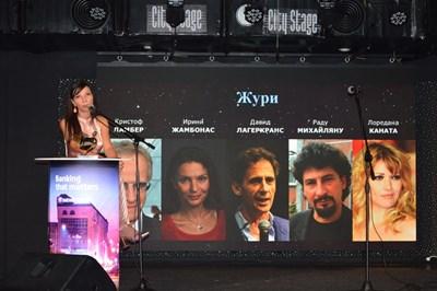 Основателката на фестивала Cinelibri Жаклин Вагенщайн представя журито на конкурсната програма. СНИМКА: Митьо Маринов