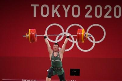Христо Христов по време на изтласкването в олимпийския турнир по вдигане на тежести в Токио.  СНИМКА: ЛЮБОМИР АСЕНОВ, LAP.BG