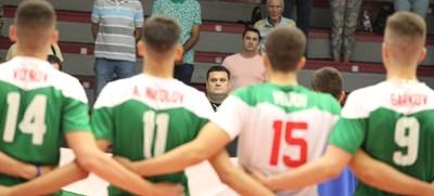Селекционерът Мартин Стоев изведе България до сребърен медал от европейското първенство за юноши до 17 г., което се проведе в София. СНИМКА: Николай Литов