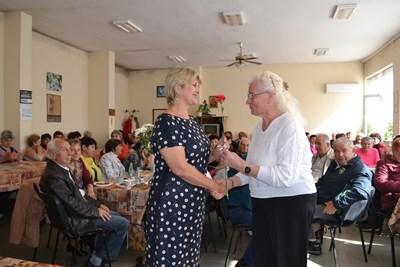 Весела Лечева разговаря с пенсионери за достъпна среда във Велико Търново