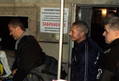 Борис Механджийски, Иво Иванов и Мирослав Писов излизат от затвора (от ляво на дясно).