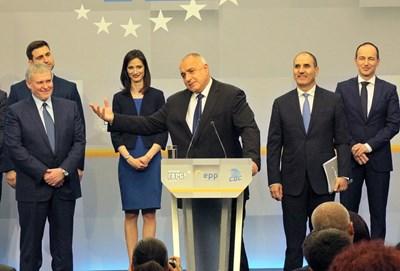 Лидерите на ГЕРБ Бойко Борисов и на СДС Румен Христов говориха накрая, след като шефът на щаба Цветан Цветанов обяви общата евролиста на двете партии. СНИМКА: Румяна Тонeва