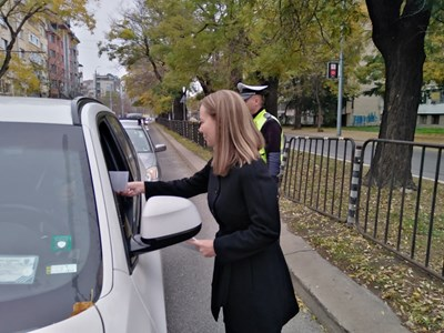 Областният управител Дани Каназирева се включи в акцията за раздаване на листовки за повишаване на безопасността на движение