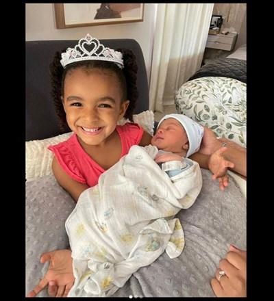 Лесли Одъм младши пусна в инстаграм снимка на двете си дечица