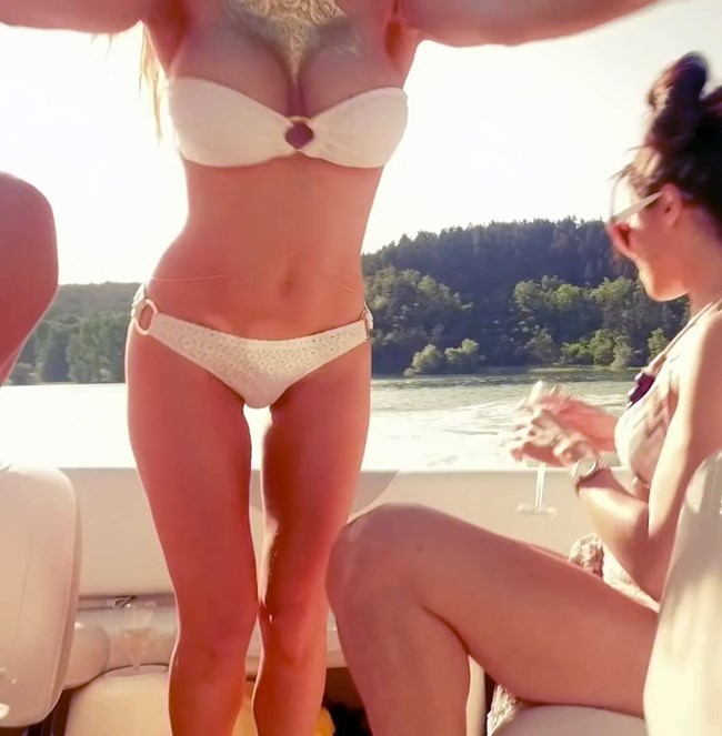Лора караджова секси гола