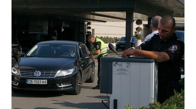 Арести и обиски в 2 хотела, разследват укриване на данъци (Oбзор, видео)