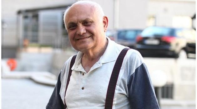 Професори изпитват Тодор Живков в дома му