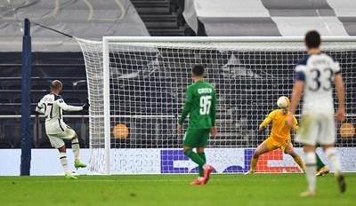 Лукас Моура бележи четвъртия гол за лондончани.