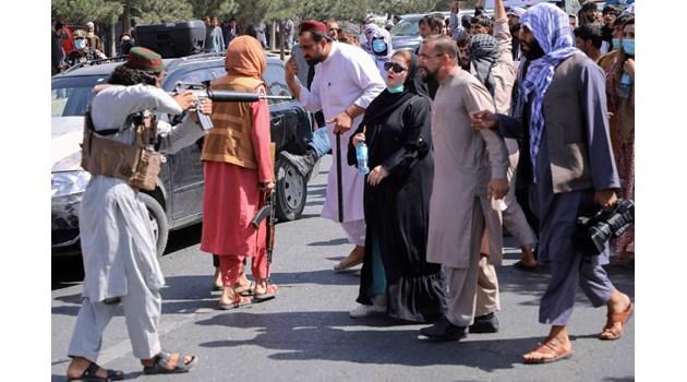 Българин, евакуиран от Афганистан: Най-големият страх на талибаните е военните да се върнат