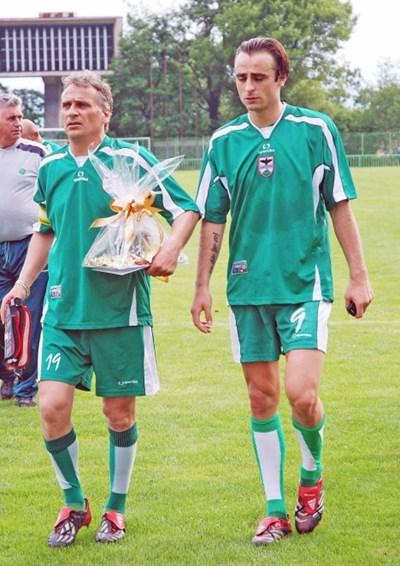 Иван и Димитър Бербатови на благотворителен мач в Благоевград преди 12 години.