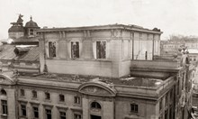 Пожар срива Народния театър до основи, бомбардировки унищожават южното му крило