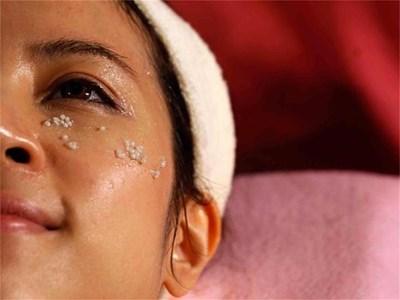 През лятото лицето се нуждае от повече овлажняване. А проблемната кожа - от специлизирани грижи. СНИМКА: РОЙТЕРС