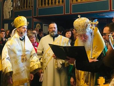 Патриарх Неофит отслужи тържествената литургия заедно с митрополит Антоний.