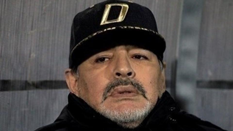 Бившата годеница на Марадона източила кредитната му карта, след като умрял. Приживе той иска Интерпол да я арестува