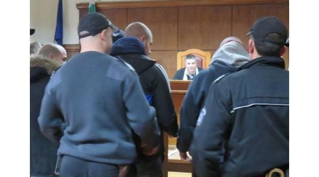 Оставиха в ареста извършителите на въоръжените грабежи в Пазарджик и край Пловдив