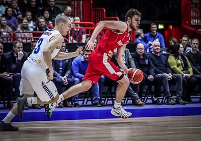 Везенков се прояви като истински лидер за България, но тимът ни допусна трета загуба от четири мача.