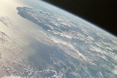 Две от фотографиите на Земята, направени от Георги Иванов.  СНИМКИ: ЛИЧЕН АРХИВ