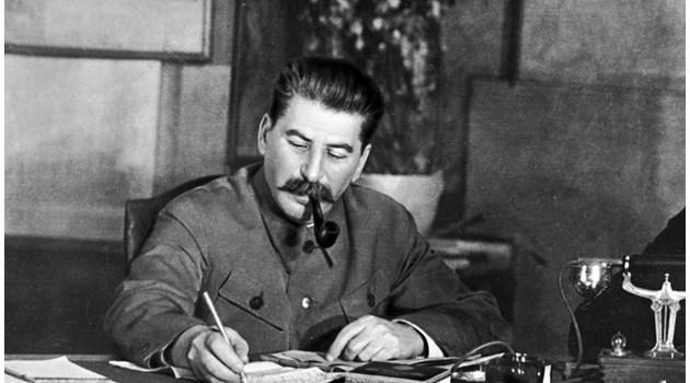 Сталин започва бърза подготовка за войната след провала на Соболевата акция в България през 1940 г.