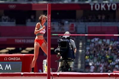 Мирела Демирева след успешния опит на 195 см в квалификациите на скок височина на олимпийските игри в Токио. СНИМКА: ЛЮБОМИР АСЕНОВ, LAP.BG