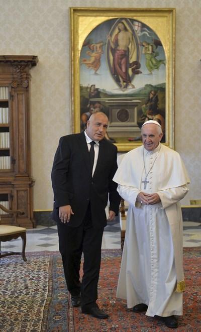 Папа Франциск приема на аудиенция българския премиер Бойко Борисов. СНИМКА: РОЙТЕРС