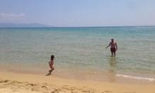 Тате, ходи изпий една бира и ме остави да се радвам на прекрасното море