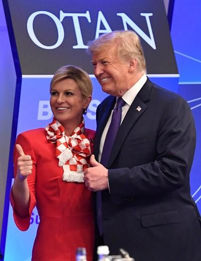 Хърватската президентка с американския си колега Доналд Тръмп на срещата на върха на НАТО в Брюксел. СНИМКА: РОЙТЕРС