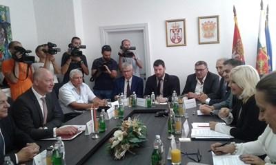 Министър Желязков и вицепремиер на Сърбия обсъждат магистрала и жп връзки
