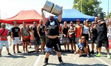Най-силният българин носи 625 кг на гръб и чупи седалките на патрулките