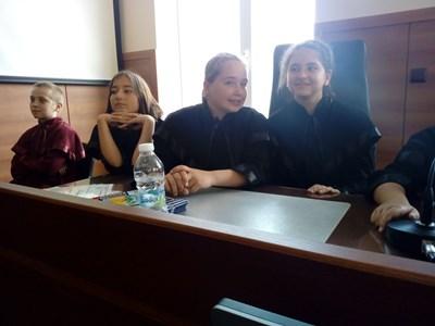 Деца станаха съдии и прокурори за 2 часа,  решават правен казус (Снимки)