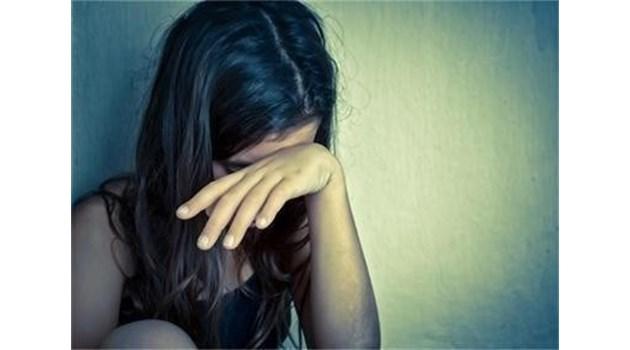 Арестуваха учител от Казанлък, брутално изнасилвал 13-годишната си дъщеря