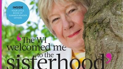 Петра Уенхъм зарязва скучния пенсионерски живот и става консултант по трансджендър проблеми.