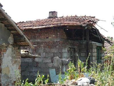 Пернишкият квартал Рудничар е сред най-засегнатите от вторичния трус в събота. СНИМКА: Светлана Стоименова