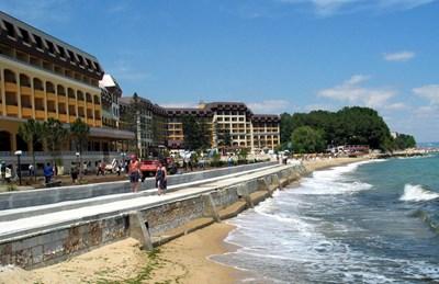 Плажът пред курорта Ривиера
