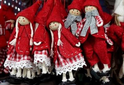 Коледни играчки на пазар в Рим СНИМКИ: РОЙТЕРС