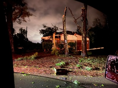 Един човек загина, а десетки са ранени при мощно торнадо, което премина през няколко американски щата СНИМКИ: Ройтерс