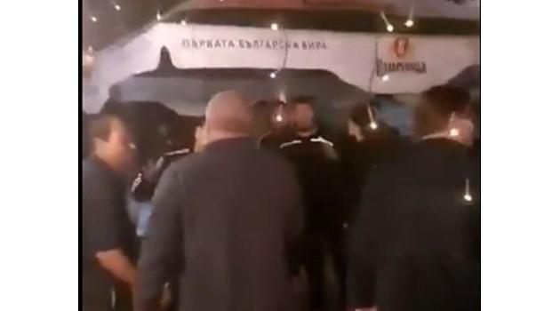 Напрежение пред съда в Разлог, гледат дело срещу 5-има за масовото меле (Видео)