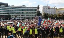 Малък протест тръгна да бута правителството (Снимки)