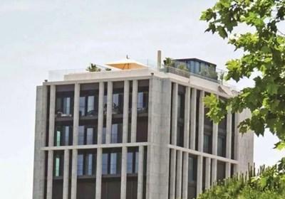 Това е незаконната стъклена постройка, която трябва да събори Кристиано Роналдо.