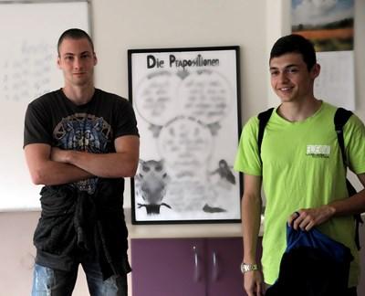 Лъчезар (вляво) иска да се занимава с неврохирургия, а Кристиян да стане стоматолог. СНИМКИ: РУМЯНА ТОНЕВА