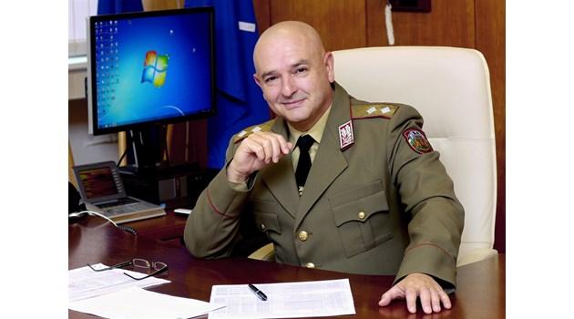 Проф. Мутафчийски - героят, който спасява под дъжд от куршуми