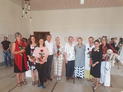Инж. Манолов с автори и гости на изложбата