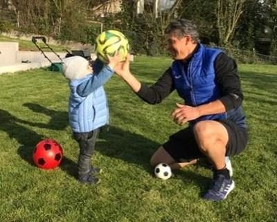 """Малкият Диего Армандо вече свиква с топката, след като негов персонален треньор е дядо му Красимир Балъков. """"24 часа"""" получи снимките лично от Красимир Балъков и забранява копирането и използването им от медии или частни лица."""