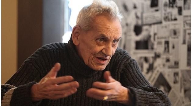 Едва не застрелват фотографа Юскеселиев   в кортежа на Хрушчов. При реч на Тодор Живков силно гърми светкавицата му